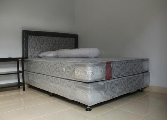 Kamar baru dengan Spring Bed